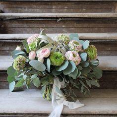 Свадебный букет. Ранункулюсы, тилландсия, роза бридл пьяно, эвкалипт. Весенний букет невесты. Wedding bouquet. Ranunculus, tillandsia, rose bridal piano, eucalyptus. Spring bride's bouquet.