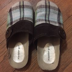 Madden Girl Plaid Clogs 8 Excellent used condition. Size 8 Madden Girl Shoes Mules & Clogs
