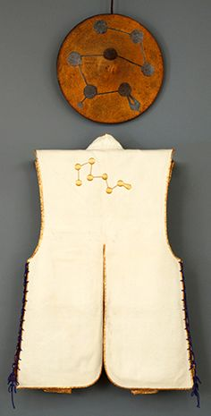 Jinbaori and jingasa (hat), with Seven Star Constellation design Kimono Japan, Japanese Kimono, Samurai Clothing, Cherry Blossom Japan, Battle Dress, Japan Illustration, Samurai Armor, Japan Design, Pop Design