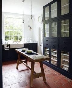 Terra cotta floor with black cabinetry. Great.
