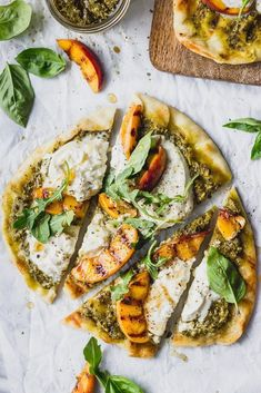 These summer vegetarian recipes are guaranteed to be easy and delicious! From simple vegan summer pasta to vegetarian tacos there's something for everyone! Grilled Flatbread, Flatbread Pizza, Summer Vegetarian Recipes, Summer Recipes, Vegetarian Tacos, Vegan Meals, Quiches, Pizza Recipes, Dinner Recipes