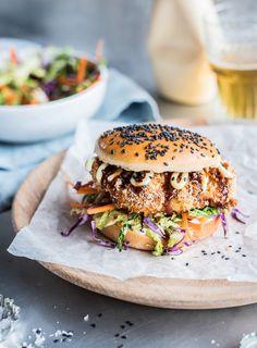 Chicken Katsu Burger - Crispy baked panko chicken with Japanese mayonnaise, Tonkatsu sauce and a crunchy sesame slaw. Japanese mayonnaise and Tonkatsu sauce are available at good Asian grocers. Burger Recipes, Baked Panko Chicken, Crispy Chicken Burgers, Tonkatsu Sauce, Beste Burger, New Zealand Food, Artisan Food, Comfort Food, Lunches