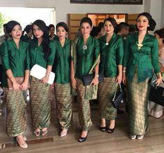 Seragam kutu baru hijau botol Kebaya Lace, Kebaya Hijab, Kebaya Brokat, Kebaya Dress, Batik Kebaya, Model Kebaya Modern, Kebaya Modern Dress, Blouse Batik, Batik Dress
