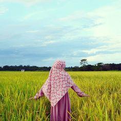 Beautiful Rice Fields.. .  #Lensa #Muslimah Dari Sudut Yang Indah .  Like  Share and Tag 5 Sahabat Muslimahmu .  Follow  @LensaMuslimahID  Follow  @LensaMuslimahID  Follow  @LensaMuslimahID  . Join With Us @MuslimahIndonesiaID  .  Karena Muslimah #Sholehah Itu Istimewa by @dwiananda.a .  #duniajilbab #wanitasaleha #beraniberhijrah #tausiyahcinta #sahabattaat #sahabatmuslimah #Hijab #Jilbab #Khimar #KaumHawa #MuslimahTraveller #NiqobSquad http://ift.tt/2f12zSN