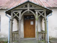 stary dom z gankiem House Entrance, Beautiful Stories, Gazebo, Cool Photos, Porch, Outdoor Structures, Cabin, House Styles, Wooden Houses