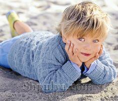 Голубой вязаный пуловер для мальчика