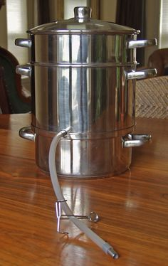 Me and my steam juicer Grape Juice, Fruit Juice, Steam Juicer, Juicer Recipes, Fruits And Veggies, Coffee Maker, Canning, Juices, Pantry