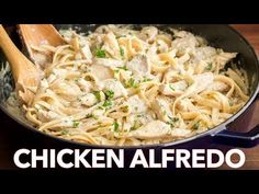 Chicken Fettuccine Alfredo Recipe - Easy Dinner Mom's creamy Chicken Fettuccine Alfredo has been a family favorite for years! Classic Chicken Alfredo is a feel good comfort food - so creamy but ligh. Fettuccine Alfredo, Chicken Fettuccine, Chicken Alfredo, Mushroom Alfredo Sauce Recipe, Pasta With Alfredo Sauce, Alfredo Recipe, Pastas Recipes, Chicken Pasta Recipes, Sauce Recipes