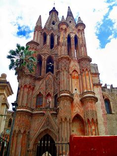 One of the most-photographed churches in Mexico is the neo-gothic cathedral, La Parroquia de San Miguel Arcángel, in San Miguel de Allende, Guanajuato. (by pacoalfonso).