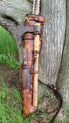 Awesome quiver, axe, and knife setup Bushcraft Kit, Bushcraft Camping, Camping Survival, Mode Halloween, Archery Bows, Archery Hunting, Archery Quiver, Crossbow Arrows, Crea Cuir