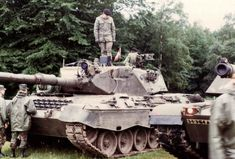 Canadian Leopard Military Police, Military Weapons, World Tanks, Canadian Army, Battle Tank, Leopards, Armored Vehicles, Cold War, Armed Forces