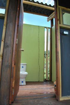 el sanitario de un baño Mirror, Bathroom, Frame, Furniture, Home Decor, Places, Washroom, Picture Frame, Decoration Home