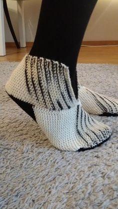 Kirjoitukset avainsanalla neulotut tossut | Me Naiset Crochet Slippers, Knit Crochet, Handicraft, Diy Art, Diy And Crafts, Crafty, Knitting, Sewing, How To Make