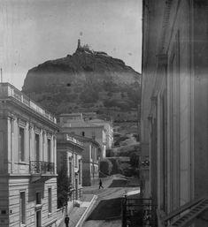 Όταν η Αθήνα είχε ποτάμι. 20 φωτογραφίες ενός κόσμου που οι περισσότεροι δεν γνωρίζουν Old Greek, As Time Goes By, Athens Greece, Old Photos, Photo Galleries, The Past, Black And White, History, Gallery