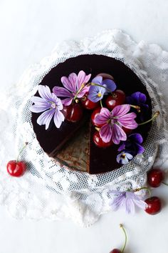 Cherry Chocolate Mousse Cake (vegan & gluten-free) Wholesome plantbased chocolate sponge cake with smooth chocolate ganache mouse and cherry jelly. #vegan #glutenfree #chocolatecake #summer #recipe