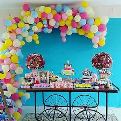 Peppa Pig - linda decor que vimos no IG @afestaqueeuquero  Decor @decoreminhafesta #amaislindafesta #festalinda #decoracaoinfantil #aniversariodecrianca #festapeppapig #peppapig #peppapigparty #kidsparty  @Regrann from @decoreminhafesta -  Peppa Pig fofíssima com só balões de @claudiorochas e arranjos de @floresonlinern #festapeppapig #peppapigparty #piradaemfesta