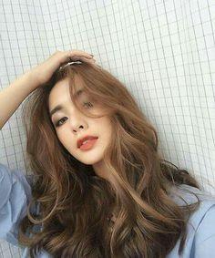 Trendy Hair Styles Curled Perms in 2020 Korean Wavy Hair, Korean Hair Color, Korean Perm, Curly Asian Hair, Korean Curls, Hair Korean Style, Ulzzang Hair, Permed Hairstyles, Korean Hairstyles