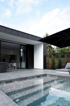 Swimming Pool Design Ideas is based on what can be done with the space in the backyard or garden. A backyard that is too big can be cramped; backyard big Beautiful Minimalist Swimming Pool Design Ideas In Backyard on Small Space on Budget Swimming Pool Tiles, Swimming Pool House, Swimming Pool Designs, Piscina Rectangular, Moderne Pools, Dream Pools, Beautiful Pools, Outdoor Pool, Pool Backyard