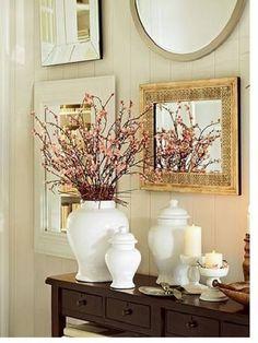 Hall de Entrada - acima, espelhos com molduras diversas