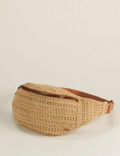 POCHETE PALHA TRANÇADA   AC 0667 Diy Crochet Bag, Crochet Clutch Bags, Crochet Beach Bags, Crochet Belt, Crochet Backpack, Crochet Handbags, Crochet Purses, Handmade Handbags, Handmade Bags