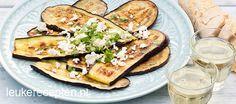 Zomers barbecue recept van gegrilde aubergines met feta en verse koriander. Klik op de website-button voor het recept.  Eet smakelijk!
