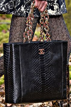 b7c556edfa11 2331 Best CHANEL BAGS images in 2019