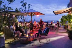Check our best Paris rooftop bars, one of the best things to do in Paris when the weather in Paris is nice. Enjoy your cocktail with the best views in Paris