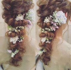 I need to find some fake flowers like these Bridal Hair Buns, Bridal Hairdo, Hairdo Wedding, Bridal Hair And Makeup, Hair Makeup, Wedding Party Hair, Wedding Hair Flowers, Flowers In Hair, Fake Flowers