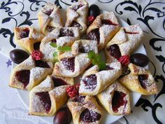 Szilvás papucs Waffles, Cake Recipes, French Toast, Food And Drink, Easter, Sweets, Tea, Coffee, Breakfast