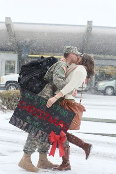 soldier homecoming photos we'll never forget - Answers Military Couple Pictures, Military Couples, Military Love, Army Love, Military Families, Army Engagement Pictures, Couple Pics, Couple Goals, All I Want For Christmas