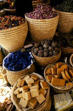 The Souks of Marrakech | Spice Baskets | FATHOM