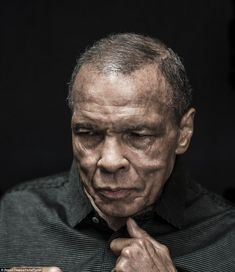 The Last Portrait Of Boxing Legend Muhammad Ali Showing The Destructive Effects Of Parkinson's Disease Mohamed Ali, Sports Illustrated, Muhammad Ali Boxing, Martial, Boxing History, Float Like A Butterfly, New Africa, Africa News, Kentucky