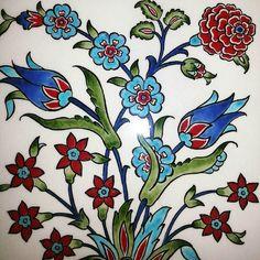 Cinide bahar #cini#desen#handmade#tile#izniktile#iznikcini#cicekler#design#art#flower#tulip by nesrinyavuzz