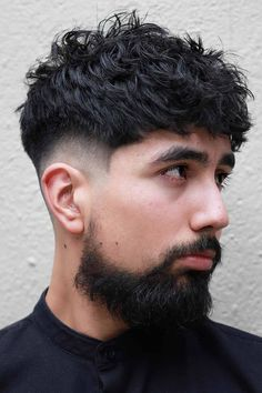 See our collection of popular and classy short hairstyles for men. We included new looks that feature shaved sides with a messy top, simple buzz cuts with beards, a wavy undercut faux hawk, fade with curly hair and many others. Trendy Mens Hairstyles, Haircuts For Wavy Hair, Wavy Hair Men, Haircuts For Men, Short Hair Cuts, Black Hairstyles, Men's Haircuts, Celebrity Hairstyles, Mens Short Curly Hair