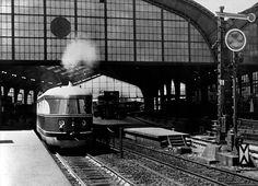 Der ' Fliegende Koelner ' bei der Ankunft auf dem Bahnhof Friedrichstrasse in Berlin Juli 1935
