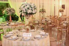 Casamento clássico: cadeiras douradas