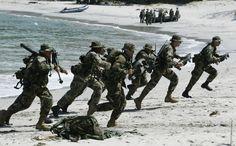 ちなみに、海兵隊は雪に慣れていない。 | 米海兵隊と陸上自衛隊、真冬の北海道で雪合戦。勝敗は… 【動画】