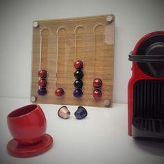 Porta Cápsula Nespresso feito em acrílico e lâmina natural de madeira colada em MDF. Podendo variar o tipo de madeira, acrílico e formato. Dröm Custom Shop - Moema / Sp www.drom.com.br/loja #design #nespresso #acryllic #wood #dromdesignowncreation #shop #designstudio #coffee #nespressocapsules