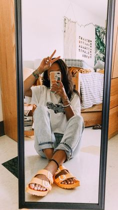 selfie with cute clothes and yellow birkenstocks mirror selfie with cute clothes and yellow birkenstocks Fun Hair Styles Superb Summer Outfits Ideas To Inspire You pin↠juliatops vsco↠juliatops How to wear ripped jeans outfits ideas with ripped j Look Camisa Jeans, Surfergirl Style, Trendy Outfits, Fashion Outfits, Outfits 2016, Party Outfits, Dress Outfits, Comfy Fall Outfits, Fashion Weeks
