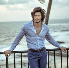 Bollywood actor and martial artist Vidyut Jammwal has hinted that he might be getting into a relationship soon! Bollywood Actors, Bollywood Celebrities, Indian Celebrities, Beautiful Person, Gorgeous Men, Beautiful People, Fashion Hub, Mens Fashion, Style Fashion