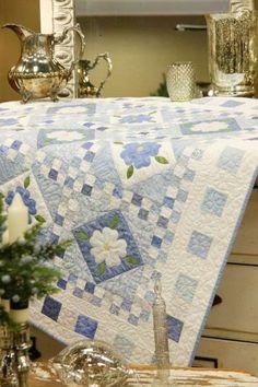 Para se fazer toalha de mesa - Blue Delft from McCalls Quilting Delft, Applique Quilt Patterns, Applique Ideas, Flower Quilts, Quilt Border, Quilt Making, Making Ideas, Blue And White, Table