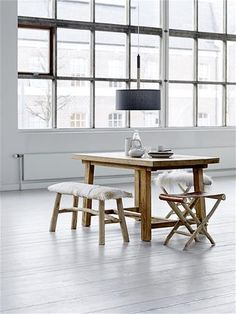 Bloomingville. Deze moderne houten hanglamp van Bloomingville heeft een doorsnede van 45 cm en een hoogte van 20 cm.
