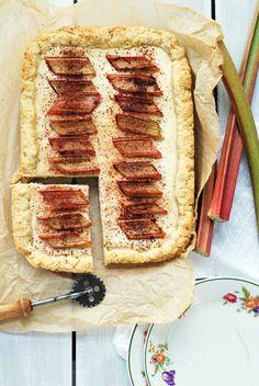 Vegaaninen raparperipiirakka Korn, Margarita, Sandwiches, Bread, Roll Up Sandwiches, Margaritas, Paninis, Breads, Sandwich Loaf