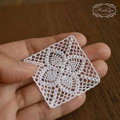 Tapete cuadrado de ganchillo una miniatura 4 cm 1:12 micro