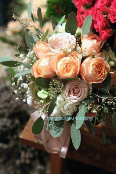 アプリコットファンデーションをメインに ニュアンスカラーのブーケ/花どうらく/http://www.hanadouraku.com/bouquet/wedding/
