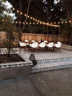 clever diy patio ideas for the outdoors 54 Backyard Patio Designs, Diy Patio, Backyard Landscaping, Landscaping Ideas, Patio Ideas, Backyard Ideas, Sloped Backyard, Mulch Ideas, Luxury Landscaping