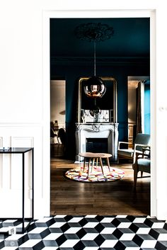 ROYAL ROULOTTE -★- RENOVATION DECORATION FONTAINEBLEAU LIVING BLUE WALL