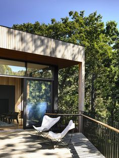 Amazing Contemporary House Into a Heavily Treed Hill 11