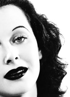 Hedy Lamarr - Hedwig Eva Maria Kiesler (Vienna, 9 November 1914 - Died 19 January - inventor and actress. Golden Age Of Hollywood, Vintage Hollywood, Classic Hollywood, Hollywood Glamour, Classic Beauty, Timeless Beauty, Most Beautiful Women, Beautiful People, Glamour Movie
