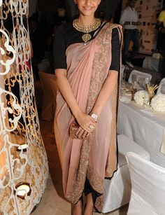 Sonam Kapoor, love the saree style